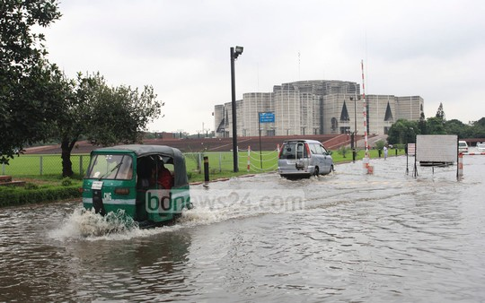 25_Waterlogging_Bangladesh+Parliament+_01092015_0003